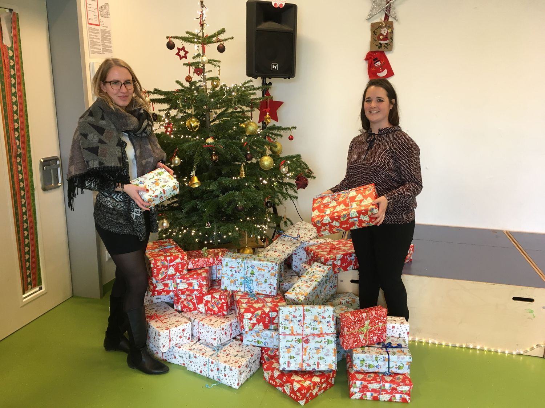 Weihnachtsgeschenke für die Kinder der Münchner Arche ‑ blu ...