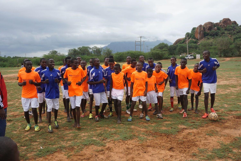 best service 4ecee fb555 blu Trikots für Fußballjungs in Kenia | blu Professionals